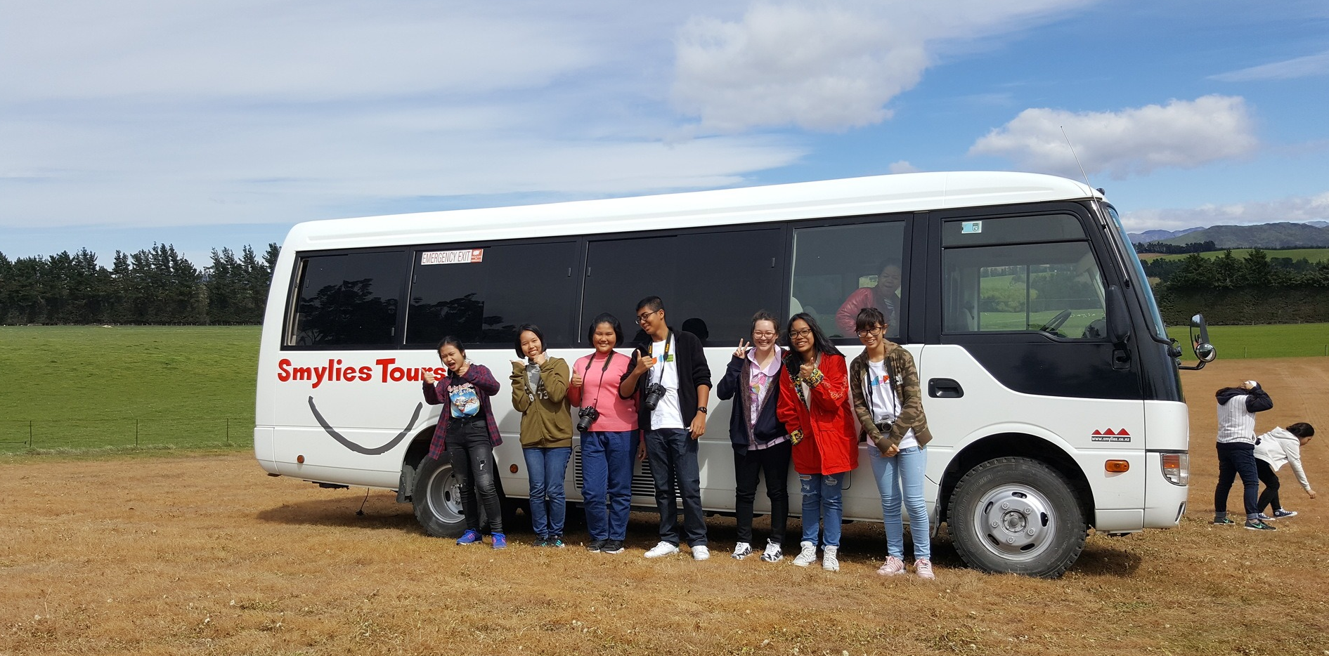 smylies tours 4wd rosa bus